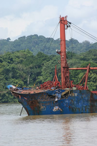 Ship White Mist damage after collision - panama canal
