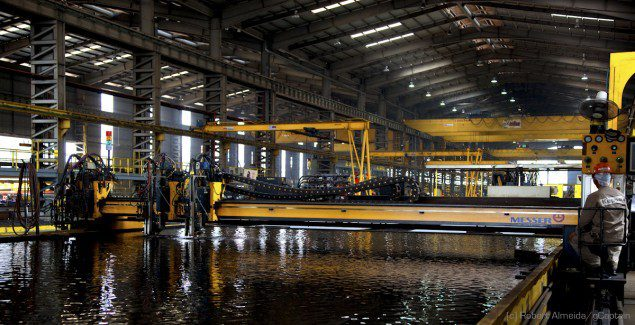 Plasma cutters enable clean, perfectly-cut steel plate, ready to be welded. (c) R.Almeida/gCaptain