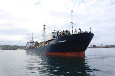MV Floreana aground in the Galápagos Islands. Photo: El Comité de Operaciones de Emergencias de Galápagos