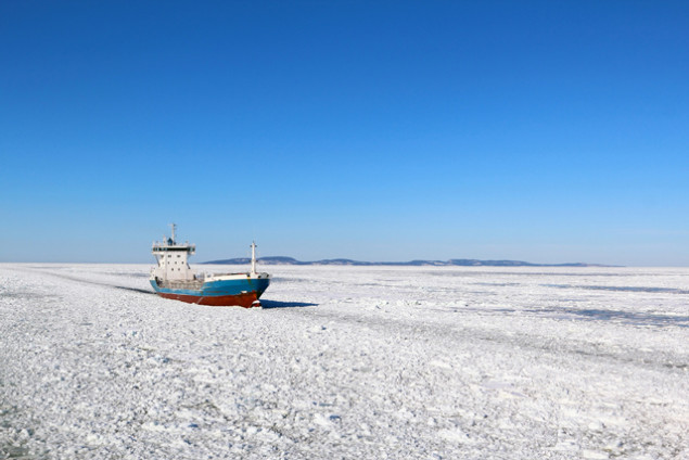 arctic shipping ice icebreaking
