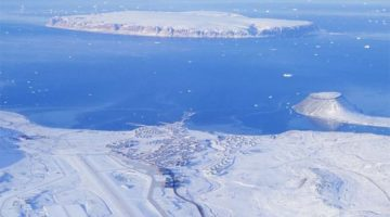 Time-Lapse Video: Resupplying Thule Air Base, America's Northernmost Military Installation